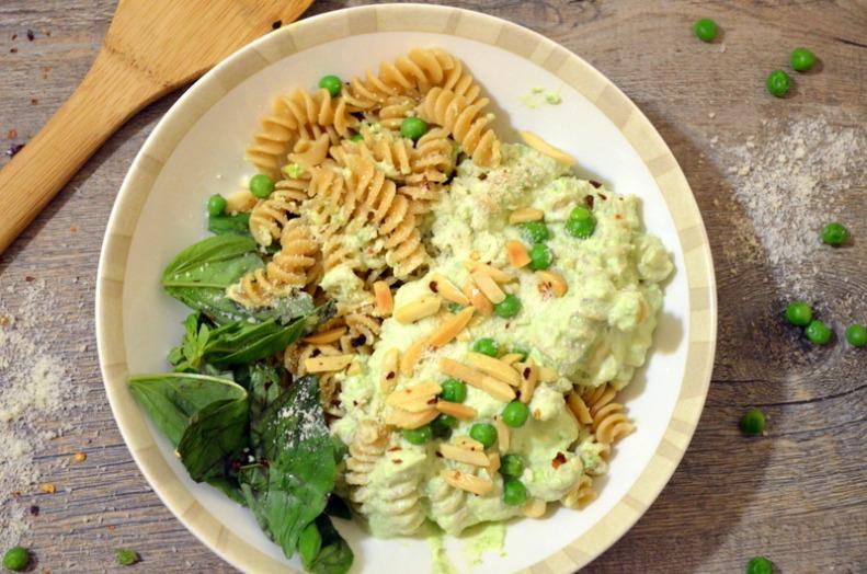 Whole Wheat Fusilli with Basil, Yogurt, Toasted Almonds & Chili Peppers www.sercocinera.wordpress.com